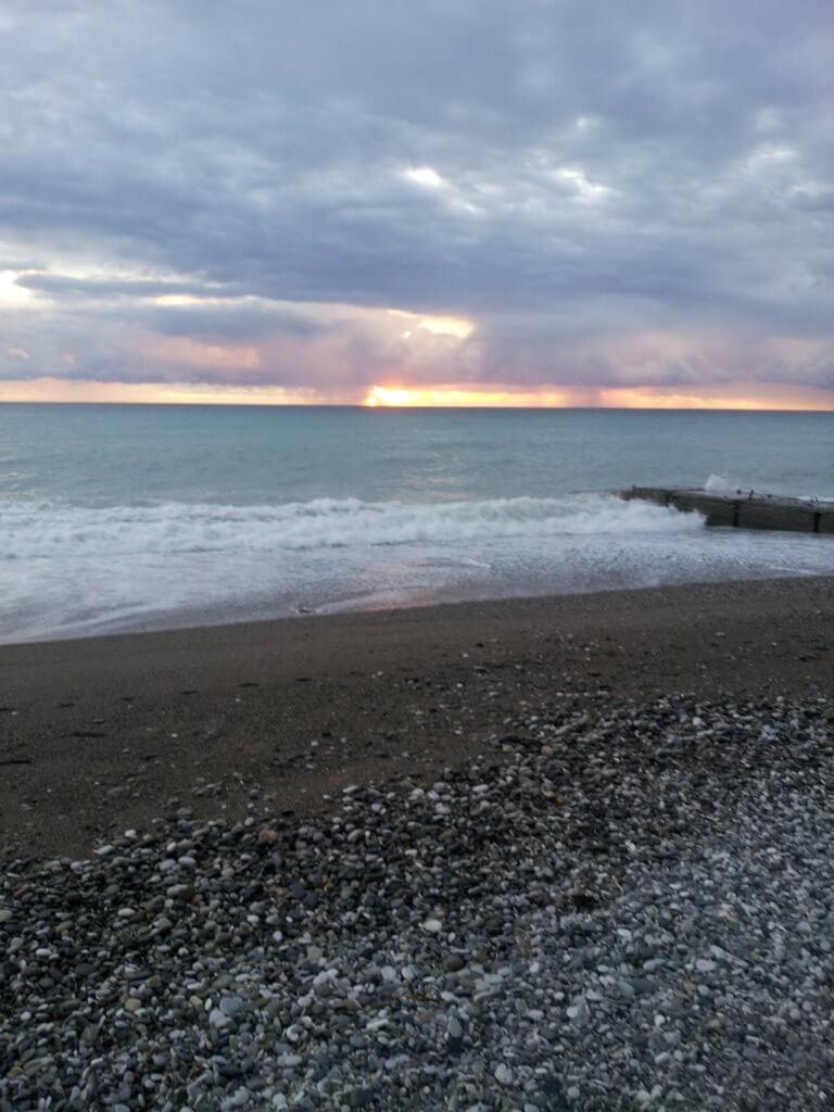 Абхазия отдых частный сектор Гагра гостевой дом на берегу моря пляж