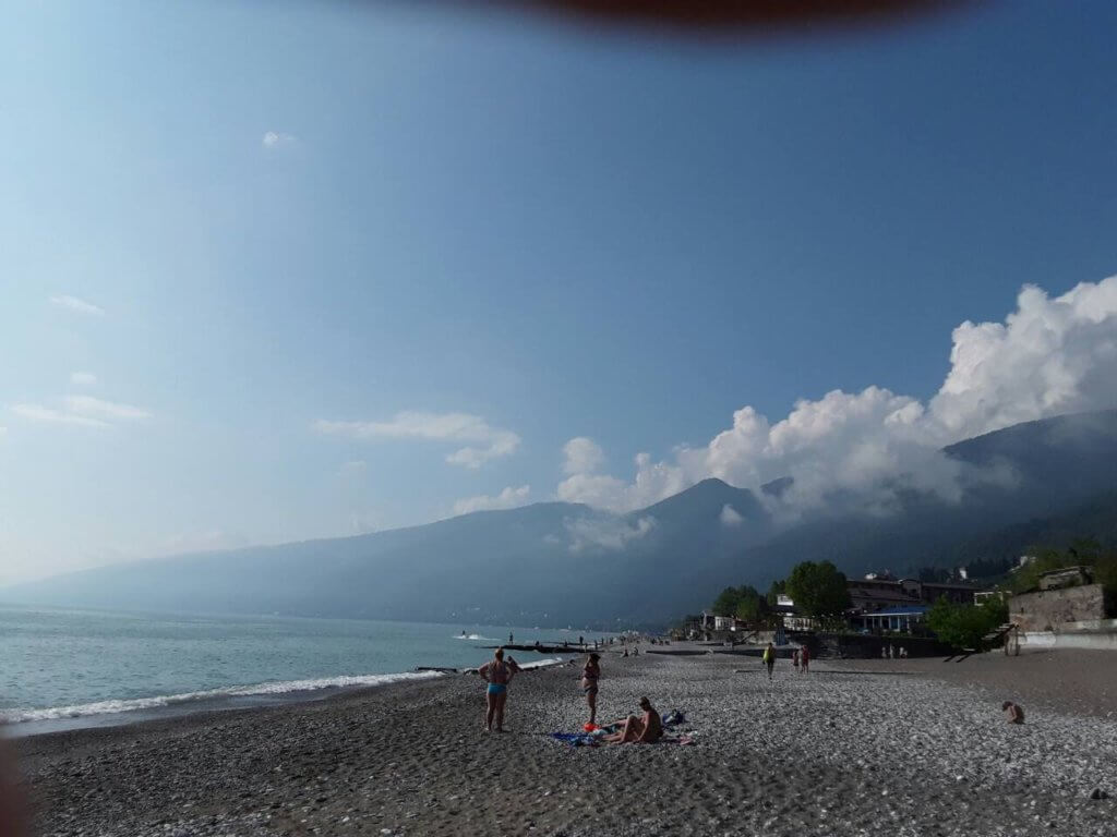 Абхазия Гагра частный сектор пляж гостевой дом на берегу моря