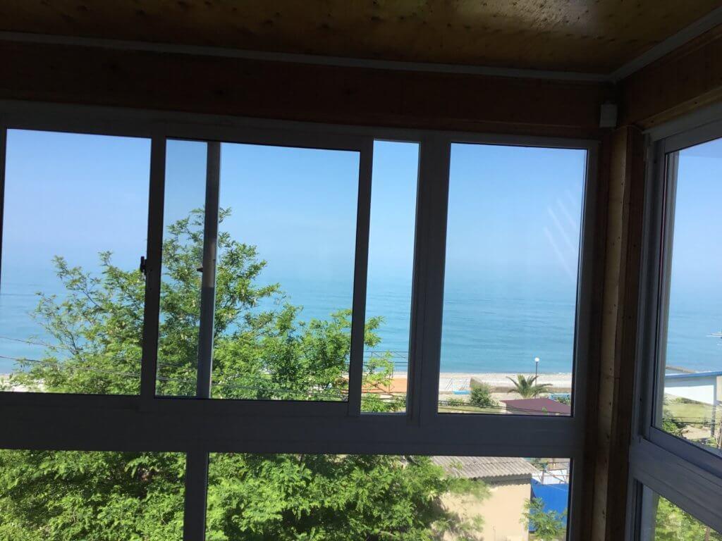 Абхазия отдых частный сектор Гагра гостевой дом на берегу моря Домик у моря